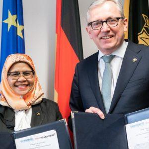 Unterzeichneten den Vertrag zur strukturierten Zusammenarbeit OBM Peter Kurz (rechts) und Maimunah Mohd Sharif.