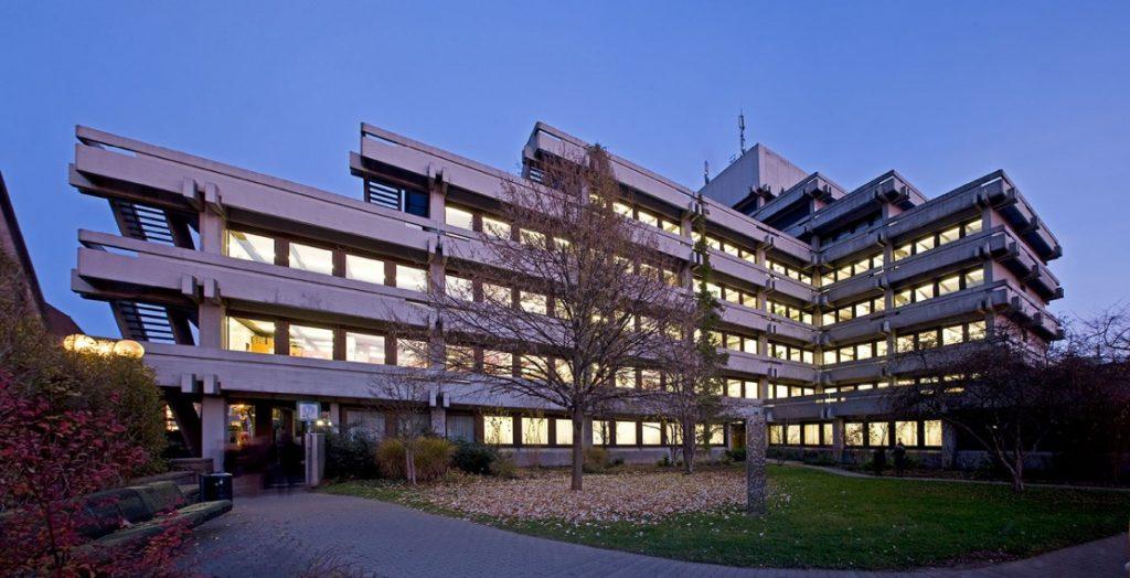 Steht für Brutalismus: das Rathaus in Aalen (Quelle: Stadt Aalen)