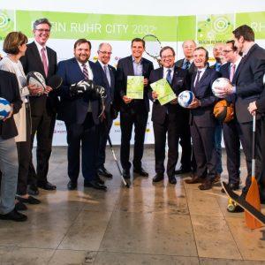 """Die """"Rhein Ruhr City""""-Initiative präsentiert ihre Olympia-Pläne der Landesregierung. (Quelle: Land Nordrhein-Westfalen/Andrea Bowinkelmann)"""