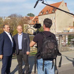 Bei den Dreharbeiten für ein Video der gemeinsamen Imagekampagne der Europastadt Görlitz/Zgorzelec: OBM Octavian Ursu und Amtskollege Rafal Gronicz (Quelle: Stadt Görlitz).