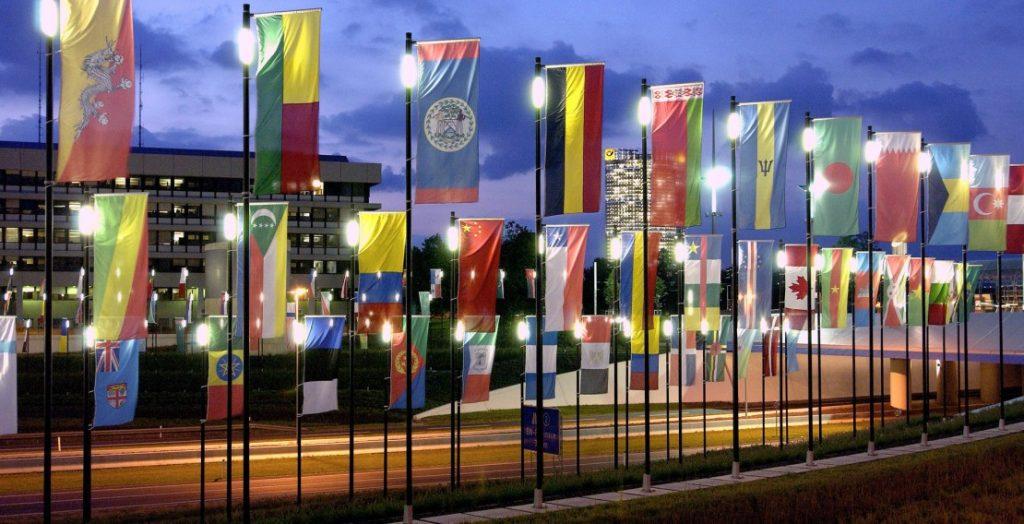 Das Glokale zwischen Lokalem und Globalem: Am UN-Standort In der Bundesstadt Bonn wehen internationale Flaggen. (Quelle: Bundesstadt Bonn/Michael Sondermann)
