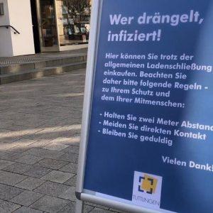 Infotafeln mit Coronaregeln in Tuttlingen (Quelle: Stadt Tuttlingen)