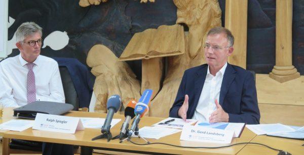 Warnten vor hohen Finanzbelastungen der Kommunen durch die Coronakrise: Ralph Spiegler (links) und Gerd Landsberg. (Quelle: Andreas Erb)