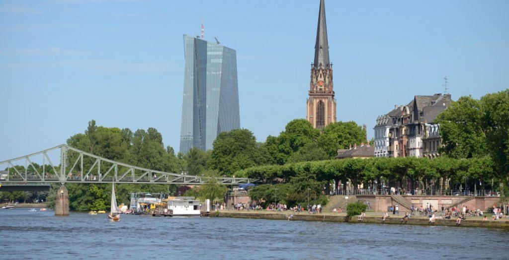 Europäische Urbanität: das Mainufer der Europastadt Frankfurt (Quelle: Visitfrankfurt/Holger Ullmann)