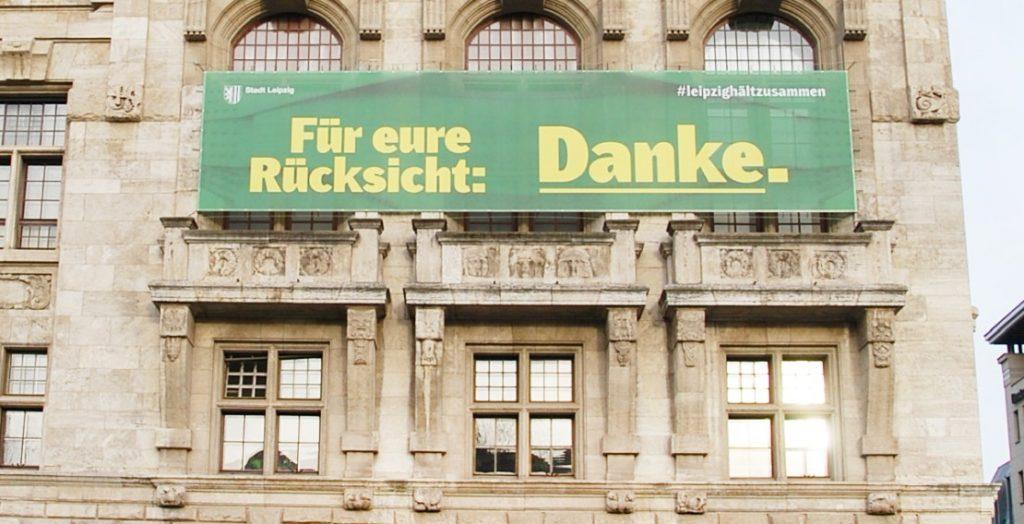 Coronabanner am Rathaus in Leipzig (Quelle: Stadt Leipzig/sf)