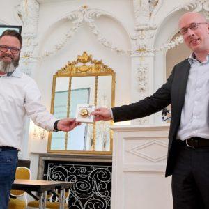OBM Claus Ruhe Madsen (li.) mit Minister Christian Pegel (Quelle: Hansestadt Rostock/Thomas Mandt)