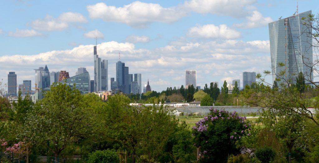 Frankfurt am Main mit Europäischer Zentralbank (rechts) (Quelle: visitfrankfurt/Holger Ullmann)