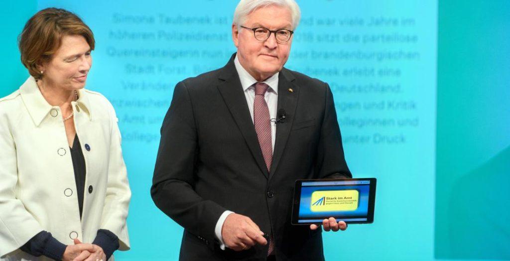 Stark im Amt: Frank-Walter Steinmeier mit Ehefrau Elke Büdenbender (Quelle: Körber-Stiftung/David Ausserhofer)