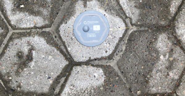 Smarter Parkplatz: Ein Bodensensor misst die Parkplatzbelegung. (Quelle: Urban Mobility/Smart City/Deutsche Telekom)